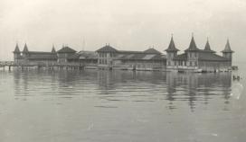 A régi balatonfüredi fürdőház fényképe