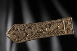 Bronz nagyszíjvég, kor: késő avar kor, Kr. u. VIII. század középső harmada\r\n