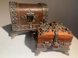 Új ötvösművészeti remekek, melyeket most szereztem a készülő Eucharisztia 2020 kapcsolódó szakrális készülő tárlathoz, kötethez: ereklyetartó dobozok