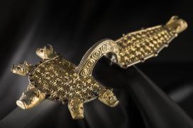 Aranyozott ezüst ruhakapcsoló tűk (fibulák)