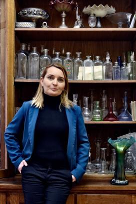Mózsi Anita, a Déri Múzeum gyűjteménykezelője