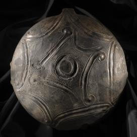 Tál, Kor: középső bronzkor, Füzesabonyi kultúra, Kr. e. XVIII–XV. század\r\n