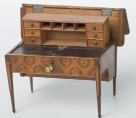 XVI. Lajos stílusú íróasztal, bababútor
