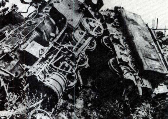 Bombatalálat érte a hatvani vasútállomást (1944)