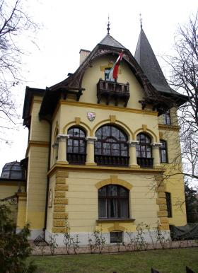 Mansion Built in 1895