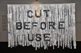 Benczúr Emese: Használati utasítás, 2012 - textil, ruhacímkék (120x190 cm)\r\n