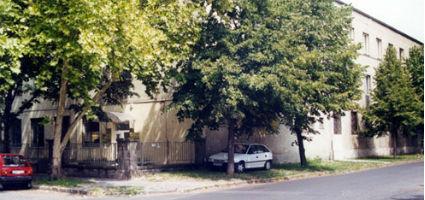 A múzeum a gyár területén található.