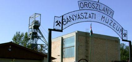 Az Oroszlányi Bányászati Múzeum bejárata
