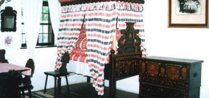 Lakószoba - tornyos nyoszolyával