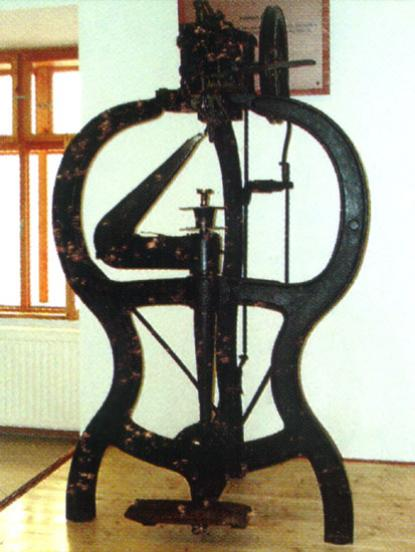 Szecessziós, öntöttvas vázú talpalógép