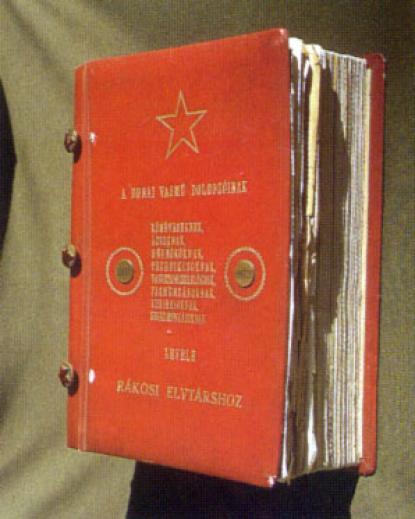 Az ún. Rákosi album, melyben Dunaújváros polgárai kérvényeztek, hogy településük viselhesse Sztálin nevét.