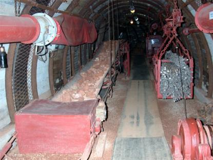 Bauxite Mine with the Plane Conveyor. Mine model (M=1:1)