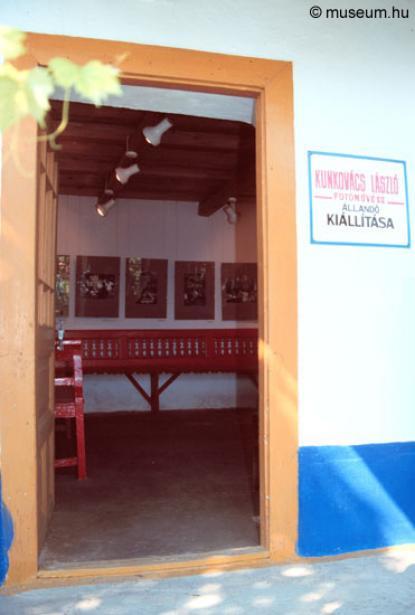 A kiállítás bejárata