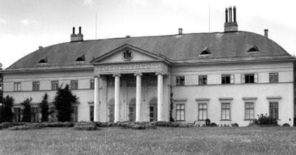 Az alcsúti családi rezidencia