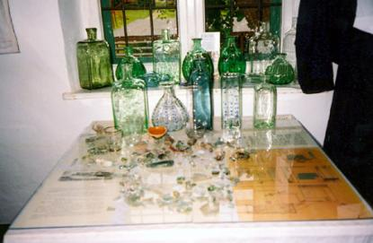 A kiállítás üveggyűjteménnyel is gazdagodott.