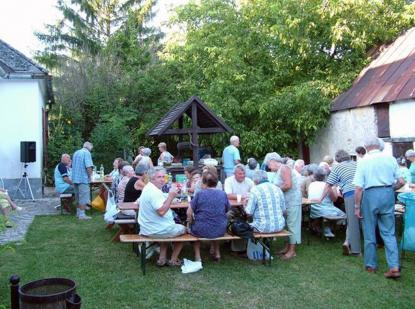 The program of the Pensioner Club of Csopak in the yard of the mill