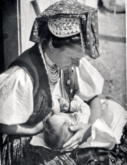 Szoptató menyecske, 1945-60.