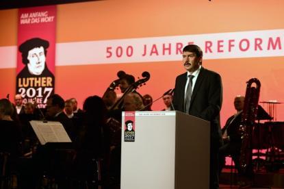 Áder János köztársasági elnök beszédet mond  a reformáció 500. évfordulója alkalmából rendezett német állami ünnepségen