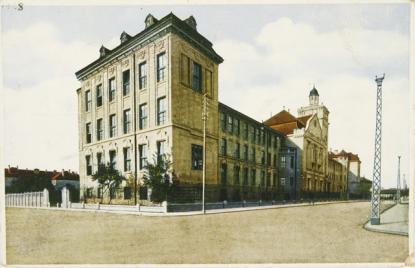 Pécs többek között a főreáliskola épületét adta át, ez lett az Erzsébet Tudományegyetem központi épülete