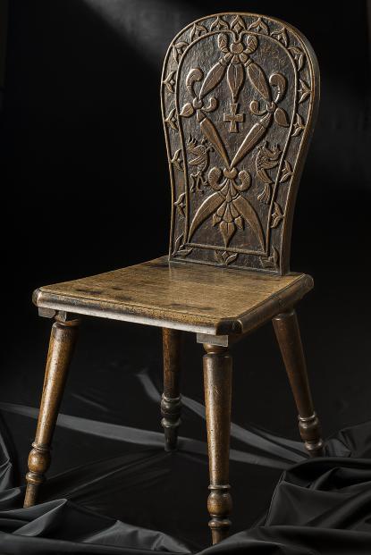 Jósa András széke, melyet saját maga faragott ki