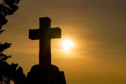 Kereszt naplementében