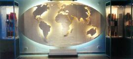 Világító glóbusz, Petőfi világhírének szimbóluma