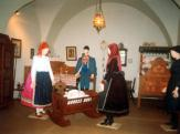 Kapuvári öltözetek és festett bútorok