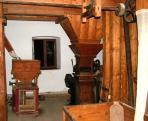 A félautamata kettő hengerszékkel és ferdetengelyű hasábszitával működött malom berendezései