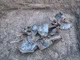 Depólelet Vértesszőlősről. Most először látható a 2019 karácsonya előtt megtalált római kori leletegyüttes, ami egy bronzveretekkel díszített láda mellett elsősorban mezőgazdasági eszközöket tartalmaz.
