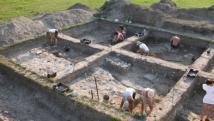 Frissen feltárt római freskótöredéket mutatnak be Komáromban