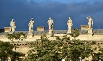 Néprajzi Múzeum, épület szobrok