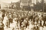 Bevonuló katonák az Indóház utcában, Pécs