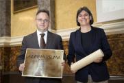 Bús Balázs, Óbuda polgármestere és Népessy Noémi, az Óbudai Múzeum igazgatója