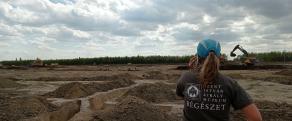 Régész az ásatáson