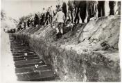 Temetés az óhatvani temetőben (1944)