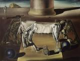 Salvador Dalí: Láthatatlan alvó nő, ló, oroszlán