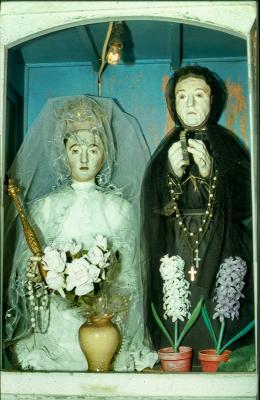 Szent Anna és Mária házfalba épített szobrocskái, Matraderecske