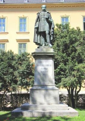Kisfaludy Sándor balatonfüredi szobra, fényképen (Forrás: wikimapia.org)