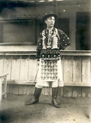 Ismeretlen fényképész: Molnár Farkas sokác népviseletben, 1920 körül, magántulajdon
