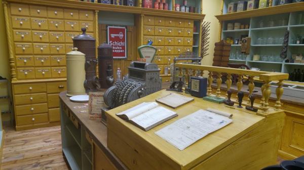 """Boltmúzeum a """"Süvegcukorhoz"""", részlet"""