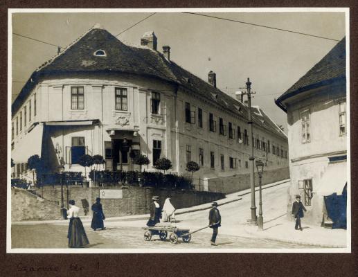 Szarvas-ház